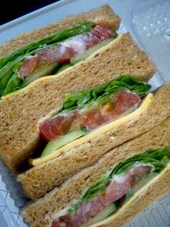 有機野菜とチーズのサンドイッチ