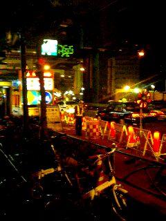 東京の夜は工事中