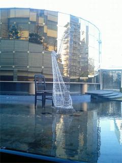 池の中のオブジェ
