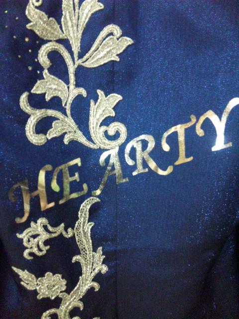 ブルーの衣装Hearty