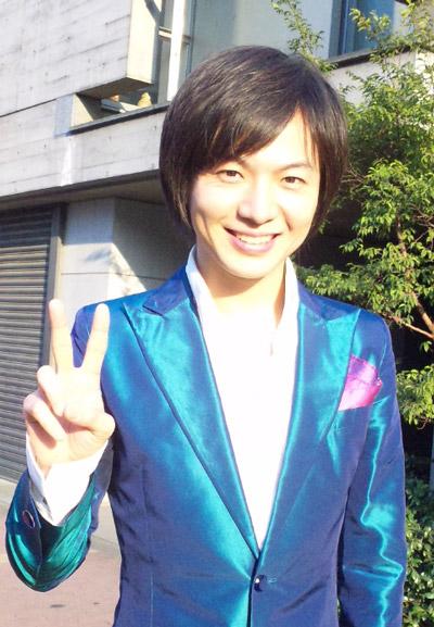 ブルーの衣装(竹島宏)